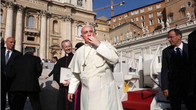 Pope Kiss