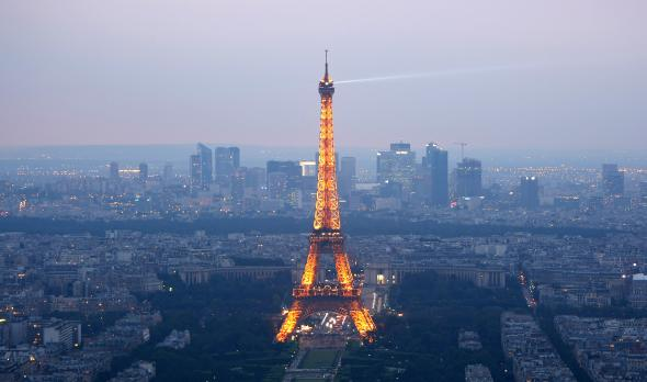 81598917-general-view-of-paris-at-dusk-with-the-eiffel-tower.jpg.CROP.promovar-mediumlarge